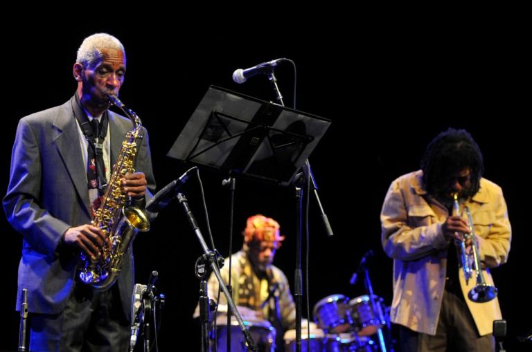 Roscoe, Don Moye e o convidado Wadada Leo Smith