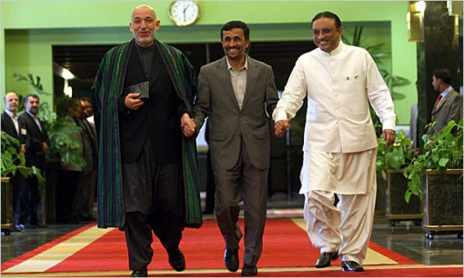 Karzai, Ahmadinejad e Ali Zardari: pelo jeito, está tudo tranquilo.