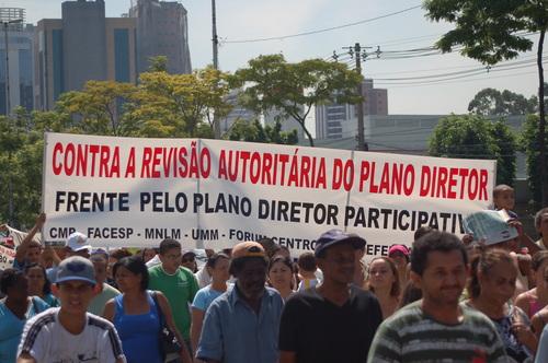 O DEM-PSDB é força política aglutinadora e leva as massas à rua.