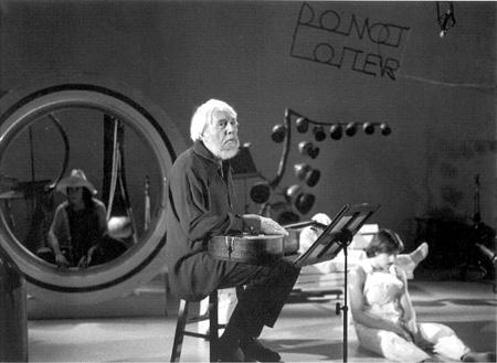O compositor, filósofo musical e inventor de instrumentos Harry Partch